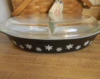 Vintage Pyrex Black Snowflake Divided Casserole Dish With Lid 1- 1/2qt