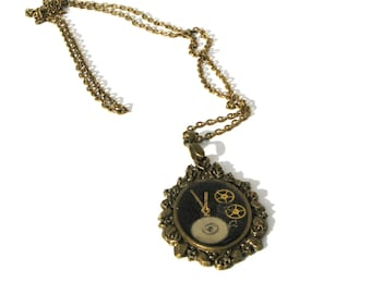 Steampunk resin pendant necklace - Resin filled pendant with real watch parts - Clockwork - Steampunk style necklace - Resin jewelry