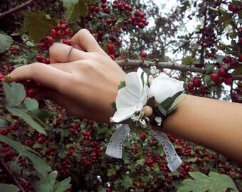 Vintage Lace - White Flower Bracelet