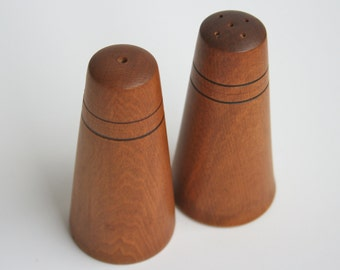 Wooden salt and pepper shakers - vintage 1970s