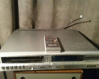 1982 Zenith Beta Video Player. Works. In good condition.