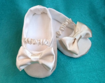 Ivory satin girl shoes, ivory christening shoes, bow shoes, baptism slippers, baby girl princess shoes, toddler dress shoes , wedding shoes