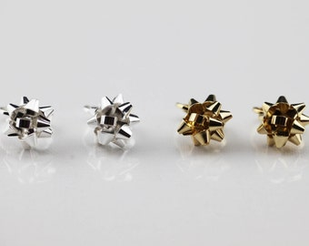 CLIP ON Gift Bow Stud Earrings/No Piercing/Christmas Gift Bow Post Earrings/Sliver & Gold Ribbon Earrings/Giftbow Studs Ribbon Stud Earrings