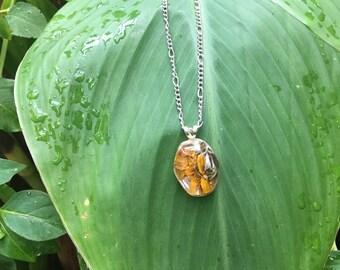 Daisy flower pendant