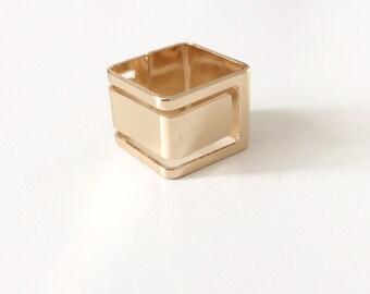 Geometric cutout ring