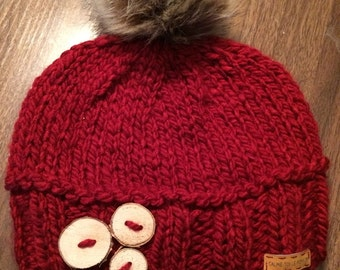 Bonnet with Birch wood buttons