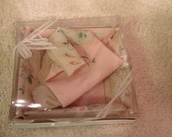 Lovely vintage boxed set of japanese fabric box and fabric piece