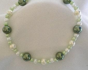 Green/Cream Pearl Style Bracelet