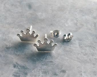 Silver crown ear studs, Sterling silver tiara earrings, Silver crown studs, Tiny crown earrings, Cartilage ear stud (ES223)