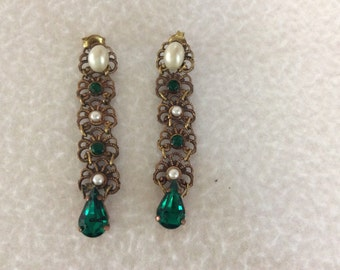 Metal lace earrings with Rhinestones and beads round Emerald