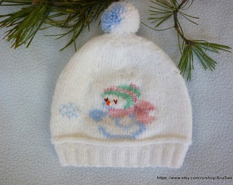 Hand knitted baby hat in white with embroidery. Newborn knitted baby hat. Girls hat, boys hat