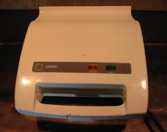 FREE SHIPPING! Singer Vintage Sandwich Grill Model 451. Rare! Brought to you by Useful Retro!