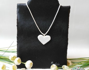 Necklace white heart. Glass heart pendant. Gifts for ellaSan valentin. Ideas for her gift.