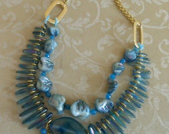Blue Agate and Mother-of-pearl necklase in bohemian style