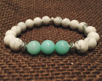 Blue Jade natural stone beaded bracelet with burlap bag and a card with the meaning