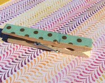 Clothes pin magnet