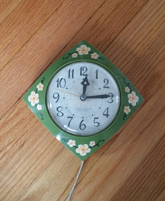 Retro Kitchen Wall Clock Avocado Green By ScarlettSmileVintage