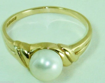 Vintage 9ct gold pearl ring