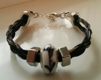 Bracelet in black and Brown horse with a black and White Pearl hair