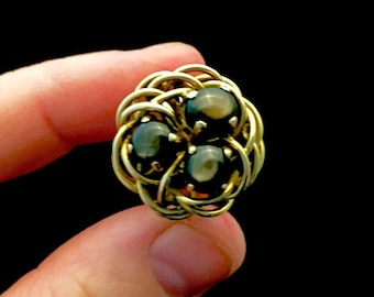 14k gold ring with black star sapphires, size 4.5