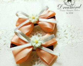 Beautiful peach daisy hair clip