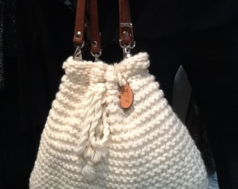 Cream wool bag with leather handles