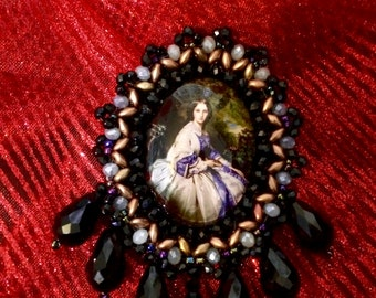 "PIN Jet-Black beads and Crystal ""Lady time once"""
