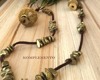Necklace in metal with leather Brown