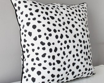 PILLOWCASE SPOTS BLACK 45x45