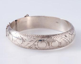 Vintage Edwardian Style Etched Sterling Silver Bangle Bracelet with Catch Clasp