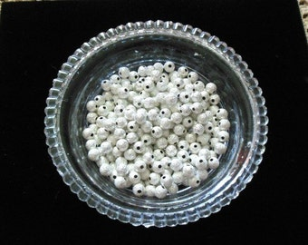 125 Silver Plated Stardust Ball Spacer Beads 6mm (B16)