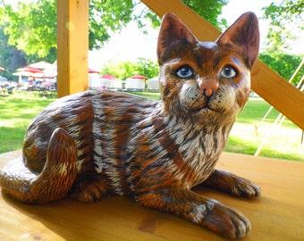 This ceramic cat