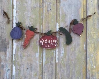 Wooden Vegetable Garland, door hanger, veggie door hanger, veggie garden decor, vegetable decor,
