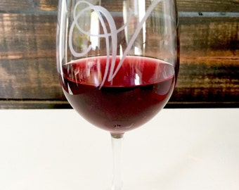 Personalized etched wine glasses. Etched. Great gift for any wine enthusiasts.