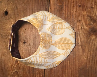 Waterproof baby bib with gold leaf