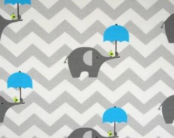 Tissu éléphant, 100% coton imprimé 50 x 160 cm, motif éléphants gris avec parapluie turquoise / rose  sur un chevron