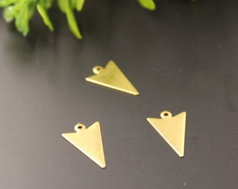 10pieces 10*16 mm copper geometry triangle pattern Charm  , diy jewelry materials, triangler vintage charm (210-111)