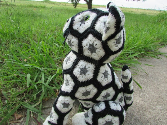 Free Knitted Crochet African Flower Pattern Dragon : African Flower Crochet Cat