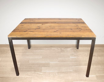 Dining table with recycled wood / Pinassa