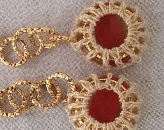Button earrings with diamonds in crochet