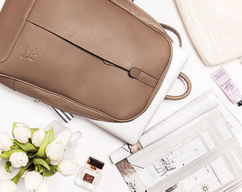 Backpack in taupe leather