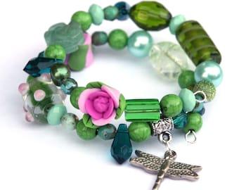 Green bracelet with dragonfly - green beaded memory wire bracelet - dragonfly jewelry