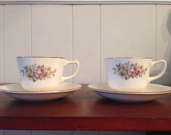 """2 cups and 3 saucers """"Stratford"""" Cunningham and Pickett/Homer Laughlin."""