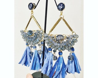Crescent earrings with Crystal stones and raffia napoe