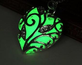 Luminous heart locket and chain. Free shipping
