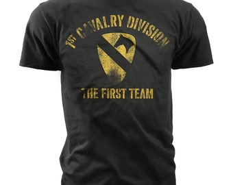 Men's Army T-Shirt - US Army 1st Cavalry - The First Team Retro (MT642)