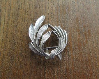 Beautiful Vintage Sarah Coventry Silver Tone Brooch