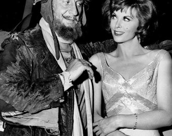 """Tina Louise as """"Ginger"""" & Hans Conried as """"Wrongway Feldman"""" in the TV Show """"Gilligan's Island"""" - 5X7 or 8X10 Publicity Photo (ZZ-437)"""