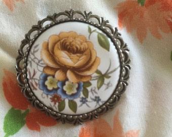Vintage pretty brooch