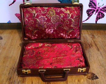 Bed in a suitcase for small breeds, Chihuahua bed